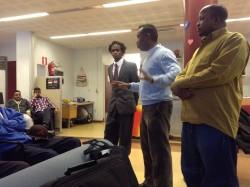 Yhdistyskoulutusta Kajaanin somalialaisile helmikuussa 2013. Kuvassa vasemmalta varapuheenjohtaja Abdulkkadir ibrahim, SOKE:n projektisuunnittelija Abdifatah Jama ja puheenjohtaja Maxamed Hassan.
